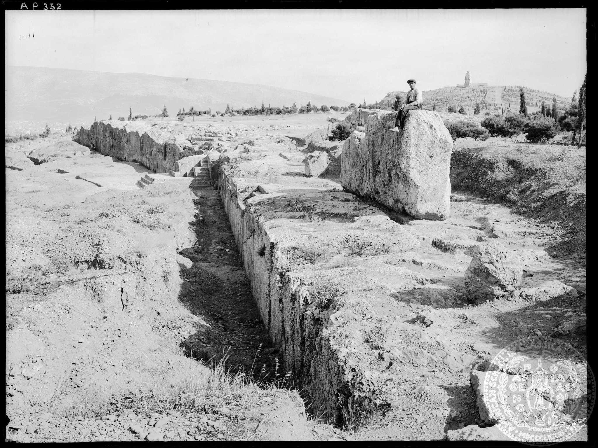 Η Πνύκα, τόπος έμπνευσης για αρχαίους και σύγχρονους στοχαστές (Αμερικανική Σχολή Κλασικών Σπουδών στην Αθήνα, Αρχαιολογικό Φωτογραφικό Αρχείο, AP 0352).