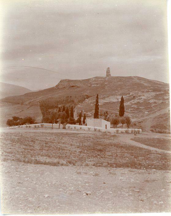 Μια μικρή όαση: ο Λουμπαρδιάρης με τα λιγοστά δένδρα του (http://www.eulogia.gr/).